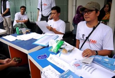 Kang Ahmad diantara panitia peluncuran SMI