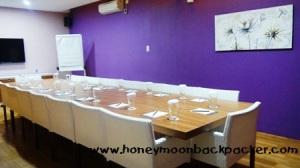 Ruang meeting Centropunto untuk 18 orang.