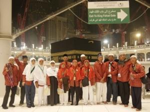 Mama bahagia bisa ibadah di Masjidil Haram, Mekkah.